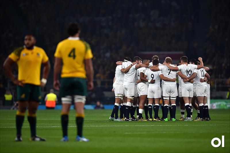 Huddle - England v Australia