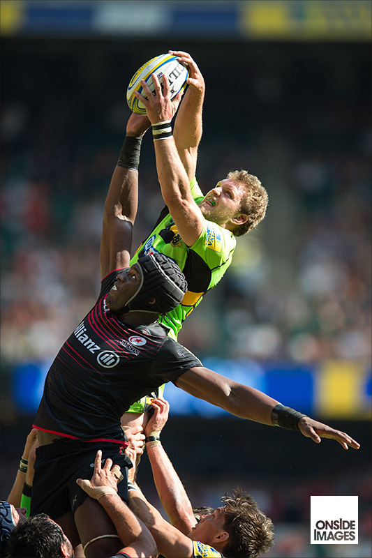 Maro Itoje of Saracens and Jamie Gibson of Northampton Saints compete at a lineout
