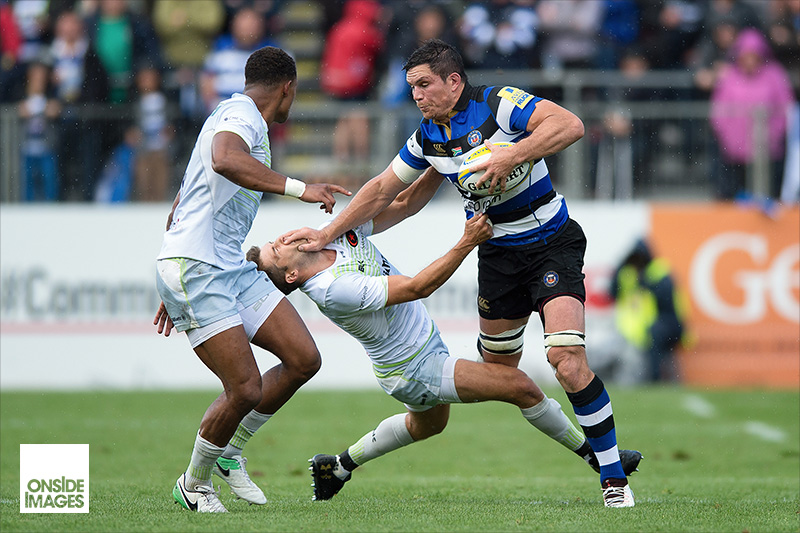 Francois Louw of Bath Rugby says hello to Richard Wigglesworth of Saracens