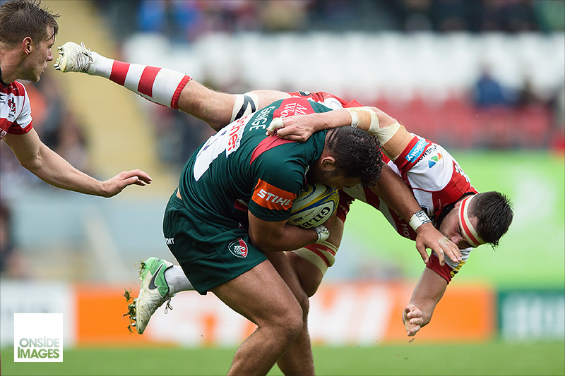 Ellis Genge of Leicester Tigers tops up  Lewis Ludlow's air miles