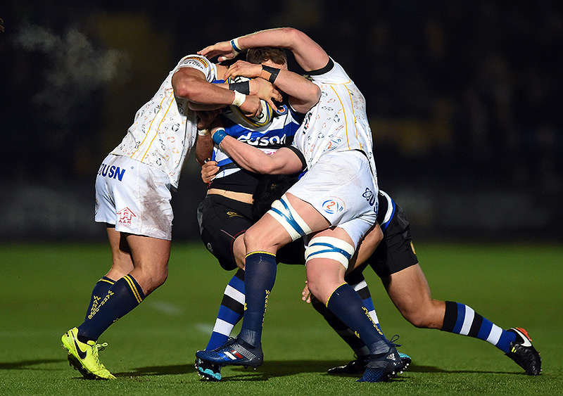 Jack Wilson takes on the Worcester Warriors defence