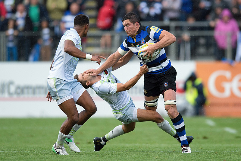 Francois Louw of Bath Rugby fends Richard Wigglesworth of Saracens