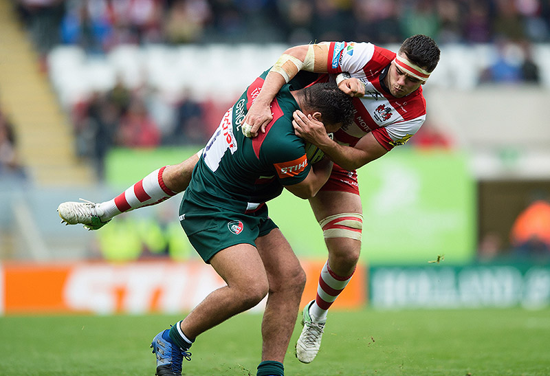 Ellis Genge of Leicester Tigers tackles Lewis Ludlow of Gloucester Rugby