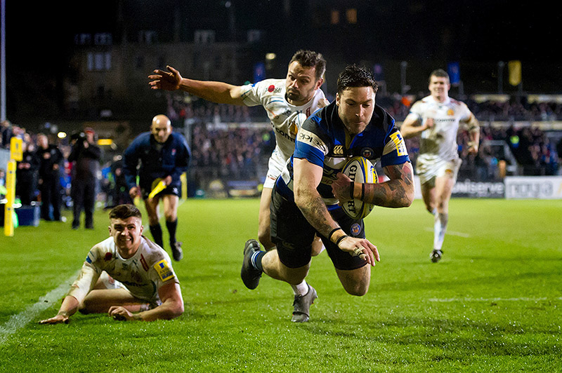 Matt Banahan of Bath Rugby dives for the try-line against Exeter Chiefs